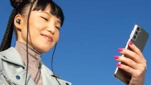 Lần đầu tiên, Apple sử dụng Samsung Galaxy S21 để quảng cáo tai nghe