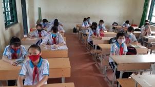 Nhiều địa phương đưa học sinh trở lại trường để hoàn thành chương trình năm học 2020-2021