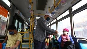 Bộ GTVT yêu cầu hành khách đeo khẩu trang khi sử dụng các phương tiện công cộng