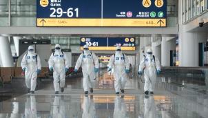 Cập nhật tình hình dịch COVID-19: Nơi khởi phát khủng hoảng y tế nối lại đường bay quốc tế