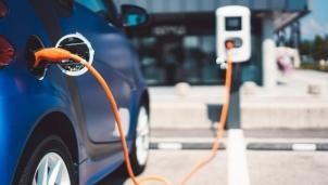 Châu Âu sẽ có 1,7 nghìn trạm xạc xe ô tô điện bằng nguồn năng lượng tái tạo