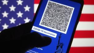 """Chính quyền Tổng thống Biden bất ngờ tuyên bố không áp dụng """"Hộ chiếu vaccine"""""""