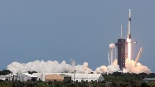 Crew Dragon - Tàu vũ trụ tư nhân đầu tiên được NASA cấp chứng nhận an toàn