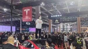 """Đường vào thị trường Trung Quốc của Tesla không còn trải """"hoa hồng"""""""