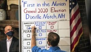 Facebook và Twitter khoá tài khoản liên quan đến bầu cử Mỹ