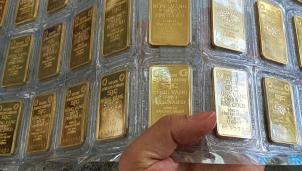 Giá vàng hôm nay 29/10: Giảm mạnh do áp lực bán tháo hàng của nhà đầu tư