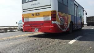 Hà Nội điều chỉnh 16 tuyến buýt để sửa mặt cầu Thăng Long