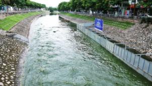 Hà Nội dùng nước sông Hồng để xử lý nước thải trên sông Tô Lịch