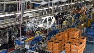 """""""Khủng hoảng"""" chip bán dẫn khiến tình trạng """"đắp chiếu"""" nhà máy sản xuất ô tô lan rộng"""
