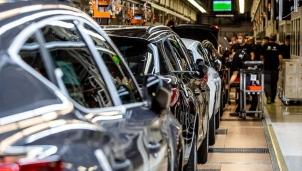 Mất cân bằng cung cầu chip nhớ khiến ngành công nghiệp ô tô thế giới trầm trọng hơn
