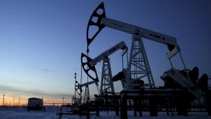"""""""Mây đen"""" vẫn phủ kín thị trường dầu mỏ thế giới trong năm 2021"""