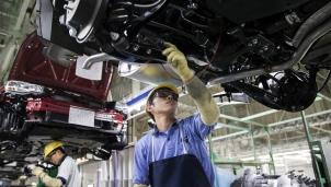 Mục tiêu xe ô tô điện đe doạ nghiêm trọng đến thị trường lao động Nhật Bản