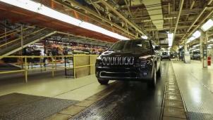 """Ngành công nghiệp ô tô Mỹ cầu cứu giới chức để giải quyết """"khủng hoảng"""" chip bán dẫn"""