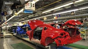 """Ngành công nghiệp ô tô Trung Quốc """"lâm nguy"""" do thiếu hụt chip"""