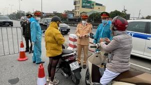Người dân ra vào Hà Nội cần chuẩn bị những giấy tờ nào?