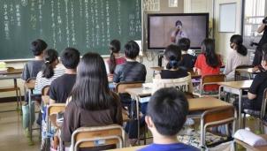 Nguyên nhân số vụ tự tử ở phụ nữ và học sinh Nhật Bản gia tăng?