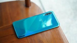 """Những mẫu smartphone pin cực """"trâu"""" tụt giá vài triệu đồng trong tháng 9"""
