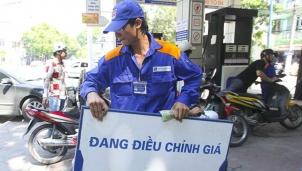 Xăng RON92 giảm nhẹ hơn 100 đồng mỗi lít trong ngày thế giới giảm 1 USD