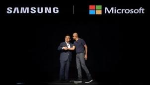 """Microsoft liệu có đang """"bắt cá hai tay""""?"""