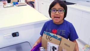Cậu bé 8 tuổi có thu nhập cao nhất năm 2019 trên YouTube với 26 triệu USD