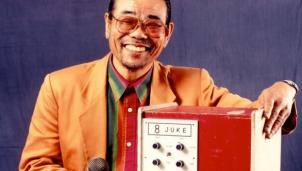 Chiếc máy karaoke đầu tiên trên thế giới của Inoue