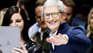 Chiến lược 'cá lớn nuốt cá bé' của Apple