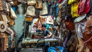 Đến Marrakech tại Morocco và thăm xưởng thuộc da để cảm nhận được dòng chảy lịch sử