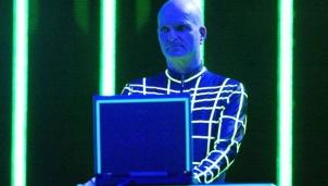 Florian Shneider - Người châm ngòi cho nhạc điện tử đã qua đời