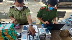 Hàng ngàn điện thoại Samsung, iPhone có giá trị bị cơ quan chức năng phát hiện và thu giữ