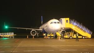 Huế: Đón chuyến bay đầu tiên của Vietravel Airlines đáp xuống căn cứ Phú Bài
