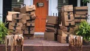 Amazon tiêu hủy 130 nghìn mặt hàng mỗi tuần vì hoàn trả hoặc không bán được