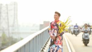 MV tết của Đàm Vĩnh Hưng xuất hiện chiếc áo dài hình Hoài Linh, Lệ Quyên, Lam Trường