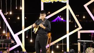 Ngọc Thịnh: Chàng trai khiếm thị 21 tuổi chơi thuần thục 14 nhạc cụ được xác lập 'kỷ lục gia châu Á'