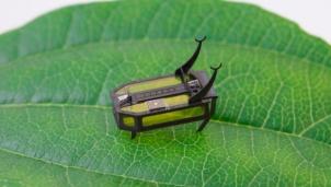 Robot cực nhỏ đầu tiên chạy bằng cồn
