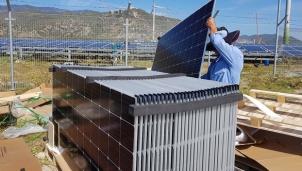 Tấm pin điện mặt trời hiện đang khan hiếm và giá tăng cao