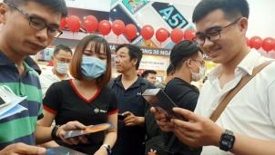 """Tết Nguyên Đán 2021: iPhone 12 vẫn """"hot"""" nhất thị trường"""