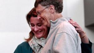 Tỉ phú Bill Gates bất ngờ thông báo trên Twitter rằng ông và vợ Melinda sẽ ly hôn