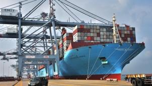 Vì sao Việt Nam chưa sản xuất container?