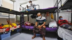 Công nhân Trung Quốc nhập cư mắc kẹt trong sự tuyệt vọng khi không thể về nhà