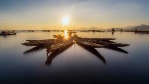 Bình minh ở đầm Cầu Hai - Thừa Thiên Huế, một kiệt tác thiên nhiên