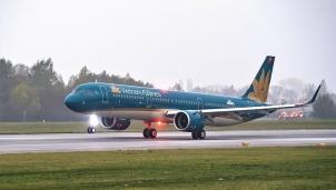 Vietnam Airlines điều chỉnh thời gian hàng loạt chuyến bay trong ngày 27/10 để tránh bão số 9