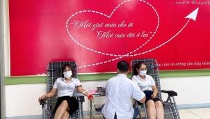 4 nữ cán bộ công ty điện lực Yên Bái kịp thời hiếu máu cứu sống bệnh nhân tại bệnh viện sản nhi tỉnh