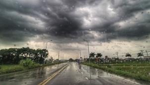 Chủ động ứng phó với mưa lớn, dông, lốc có thể diễn ra vào chiều tối