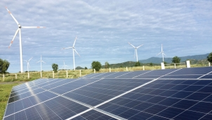 EVN đã làm gì để hỗ trợ các nhà máy điện mặt trời vận hành thương mại?