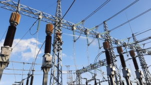 Nguồn điện mặt trời vào ồ ạt, áp lực gì cho đơn vị vận hành lưới điện truyền tải?