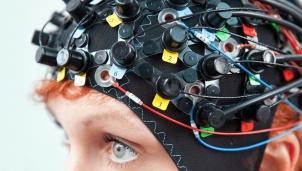 Dùng chip kết nối trực tiếp với não - Người tàn tật đã biến được ý nghĩ thành chữ viết