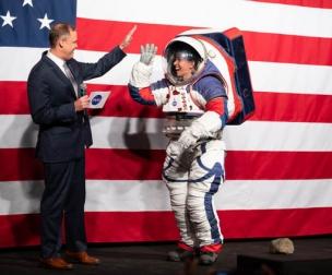 Mẫu trang phục mới dành cho các phi hành gia của NASA -