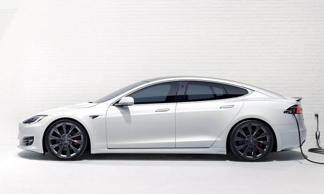 Tính năng mới: Nhắc đóng cửa bằng điện thoại trên xe Tesla