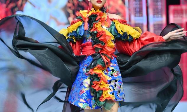 Nét văn hoá truyền thống qua chiếc áo dài của Phương Hồ