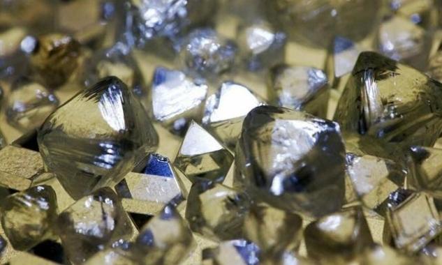 Sôi nổi thị trường mua bán kim cương online